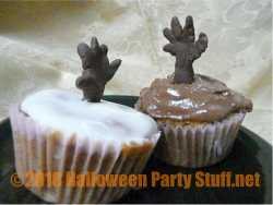 hands cupcakes